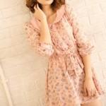 https___www.pakutaso.com_assets_c_2014_02_TIG88_kamiwosawarujyosei500-thumb-autox1000-4188