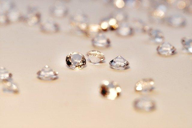 天然ダイヤモンドと合成ダイヤモンド・模造ダイヤモンドの違いは?